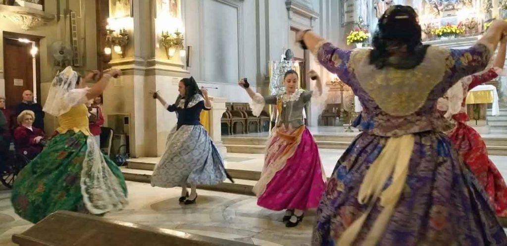 Actuación del conjunto de danzas.