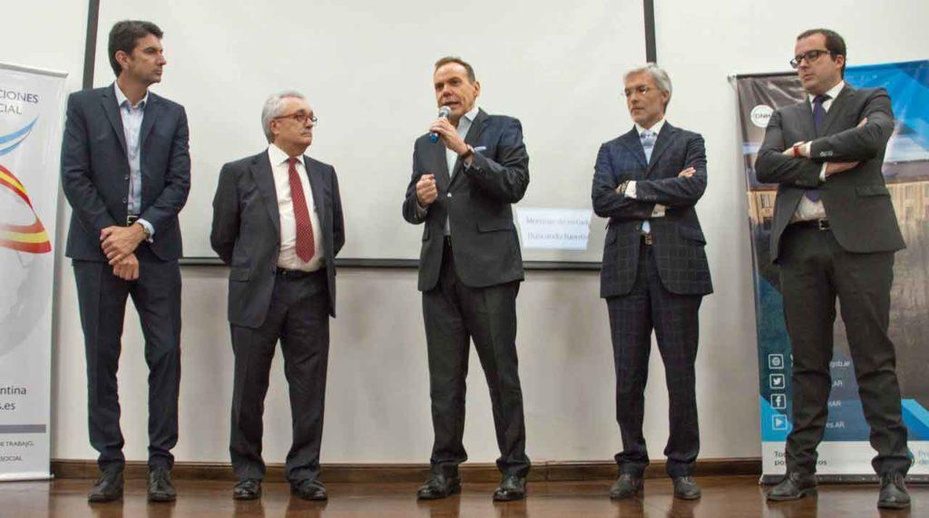 D'Amico, Castro Navas, García, Noval y Hernández durante la presentación del programa en la Dirección Nacional de Migraciones.