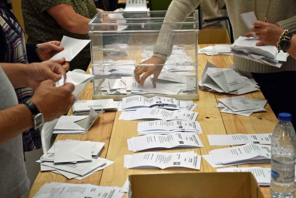 Escrutinio del voto exterior en las pasadas elecciones generales.