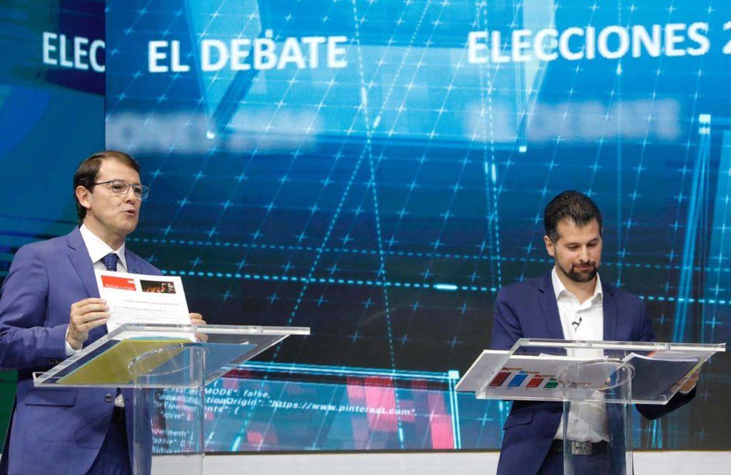Los candidatos del PP, Alfonso Fernández Mañueco, y del PSOE, Luis Tudanca, en un reciente debate electoral.