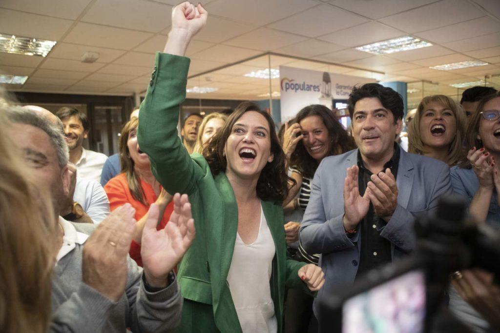 Isabel Díaz Ayuso eufórica tras conocer los resultados.