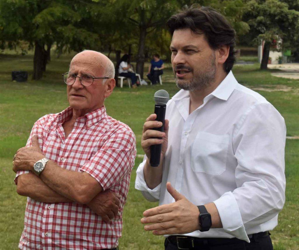 Julio Ríos, izquierda, con el secretario xeral da Emigración de la Xunta de Galicia, Antonio Rodríguez Miranda.
