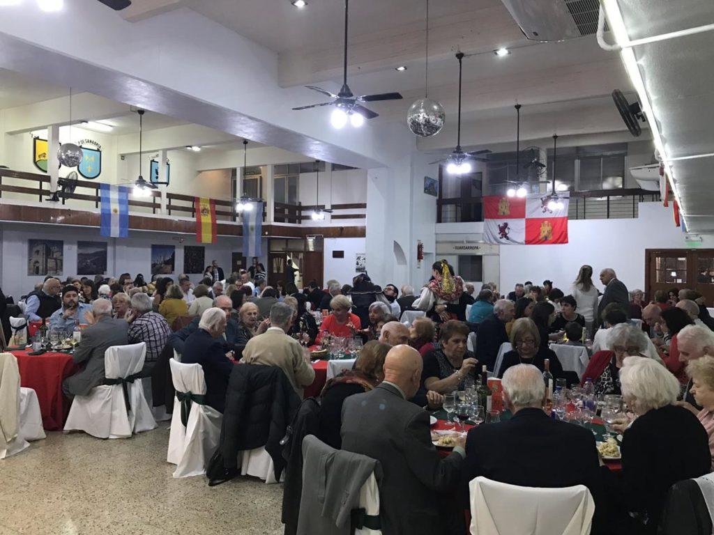 El salón principal del Centro Zamorano presentó un lleno total.