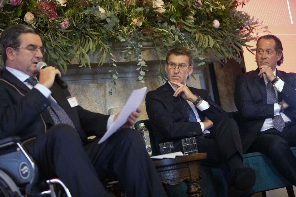El presidente del Gobierno gallego, Alberto Núñez Feijóo, asistió a la celebración de la XIX Asamblea general de socios de la Asociación Galega da Empresa Familiar (AGEF).