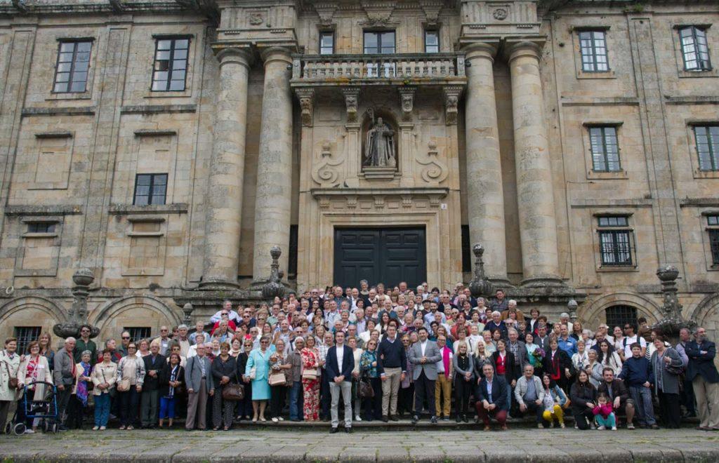 Los participantes en el programa y sus familiares posaron con las autoridades de la Xunta de Galicia.