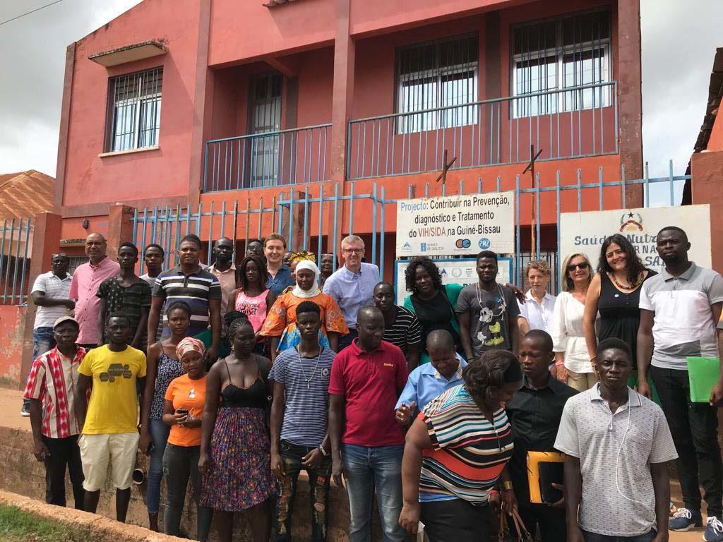 Rueda y Gamallo en la visita al centro CIDA. en la ciudad de Bissáu, construido y equipado con fondos de la Xunta.