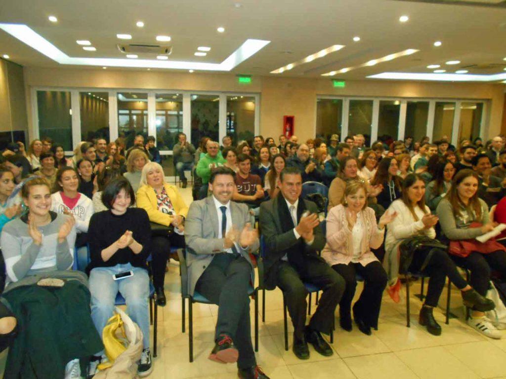 El secretario xeral da Emigración junto a los beneficiarios del programa Conecta con Galicia.