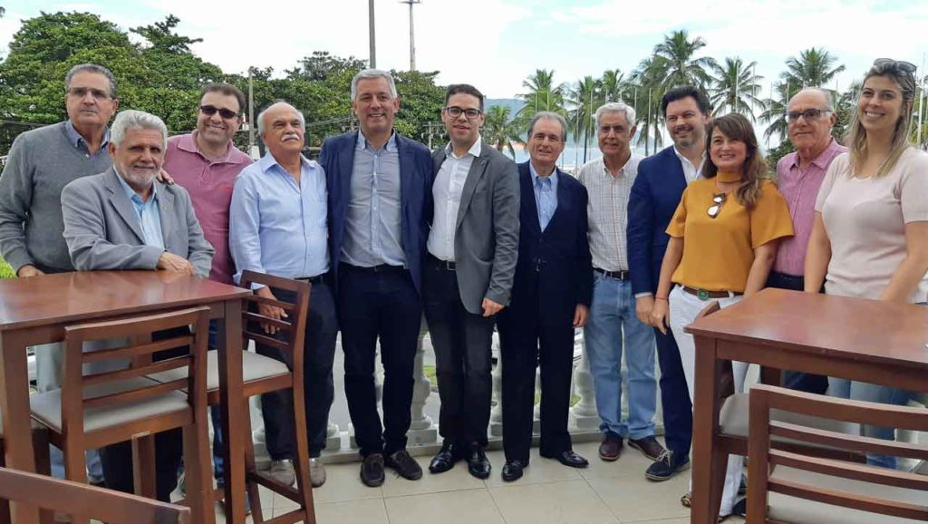 Antonio  Rodriguez Miranda y Valentín García con representantes de las entidades gallegas en Santos.