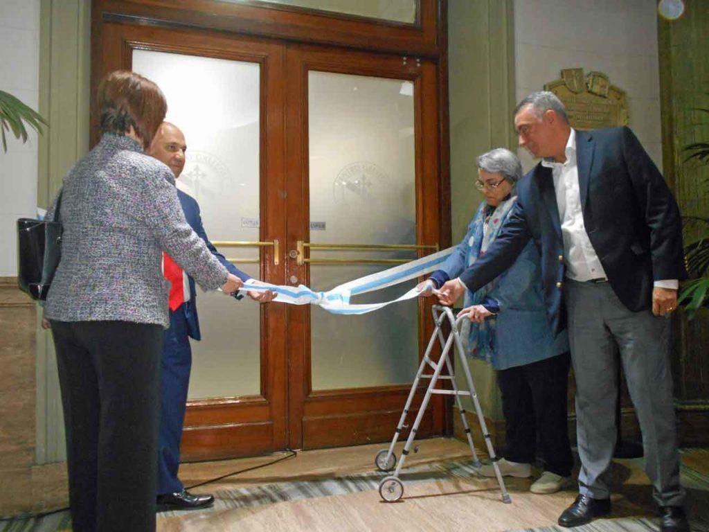 Pérez, Olmos, Crestar y Cassinotti desatan la cinta inaugural.