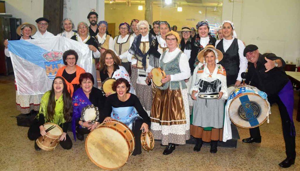 Coro y cantareiras de Casa de Galicia.
