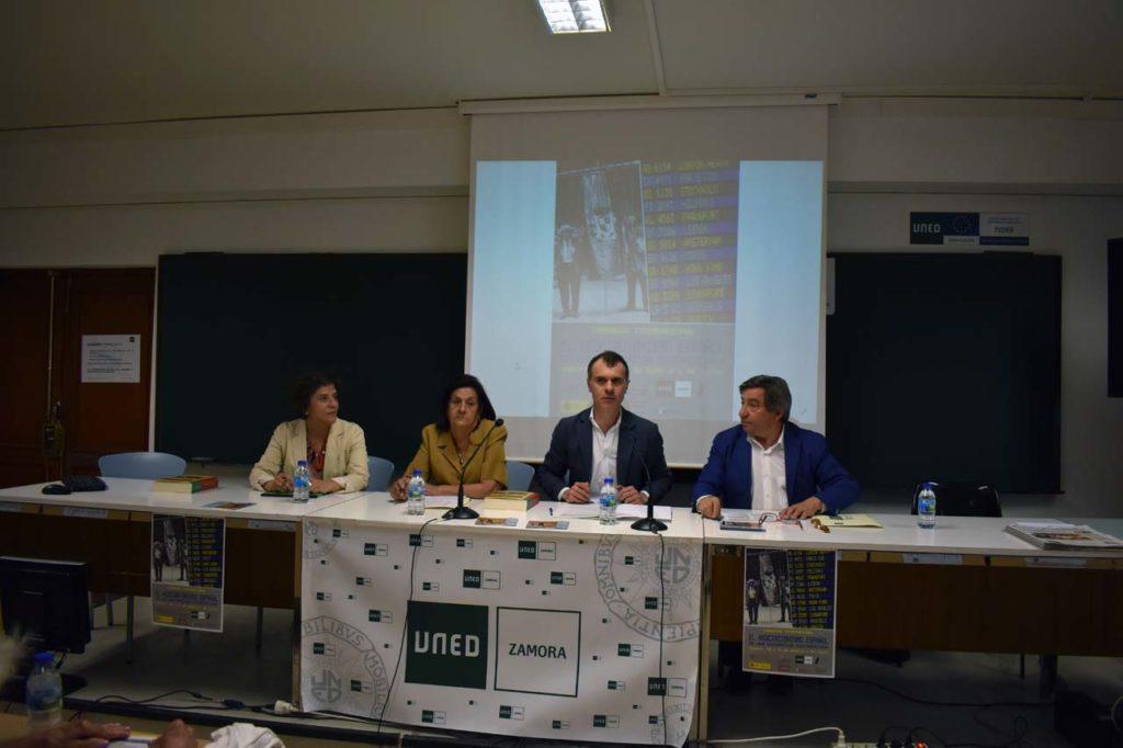 Asunción Merino, María Antonia Rabanillo, José Manuel Herrero y Juan Andrés Blanco, en la mesa redonda centrada en el asociacionismo de los emigrantes de Castilla y León.