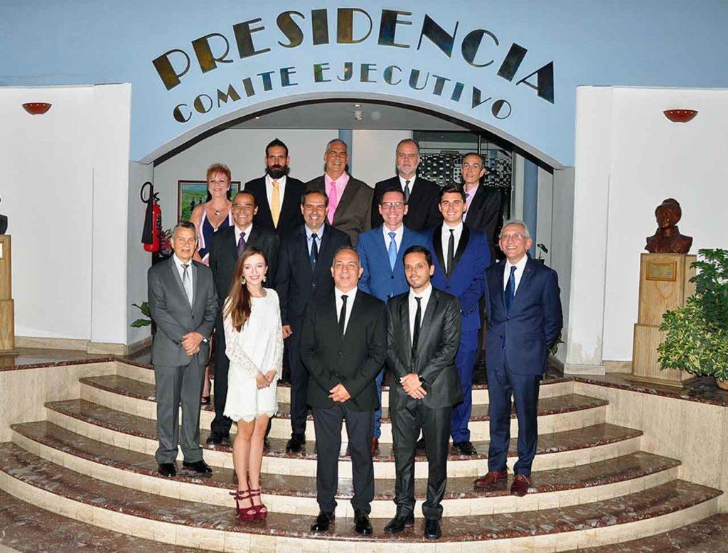 La nueva junta directiva de la Hermandad Gallega de Venezuela.
