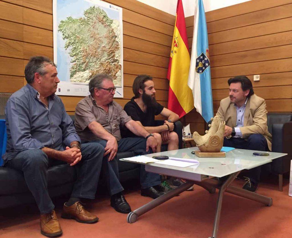Antonio Rodríguez Miranda con los representantes del Centro Galego Val do Rhin.