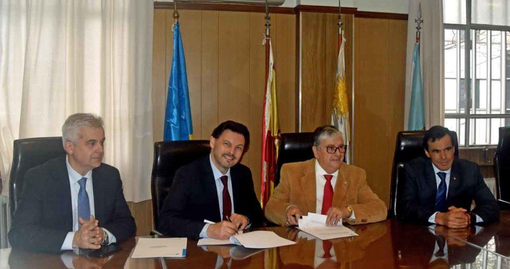 López Dobarro, Rodríguez Miranda, Gerardo García Ríal y Fernando García en la firma del convenio con La Española.