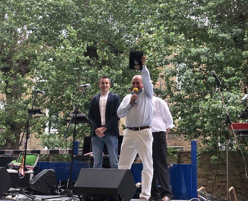 Antonio Casas Calviño (izquierda), durante la celebración del Día de la Patria Gallega en Londres.