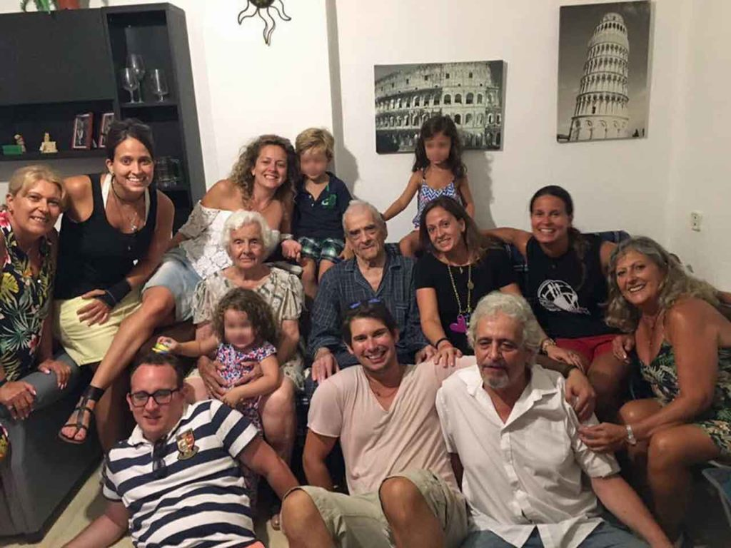 La familia Pérez Brión retornó al completo a España.