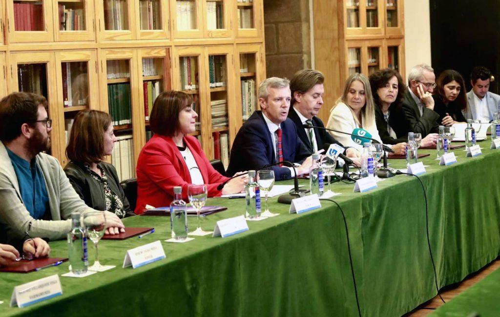 El vicepresidente de la Xunta, Alfonso Rueda, en el acto de la firma de los ocho convenios de colaboración con otras tantas organizaciones de cooperación internacional.