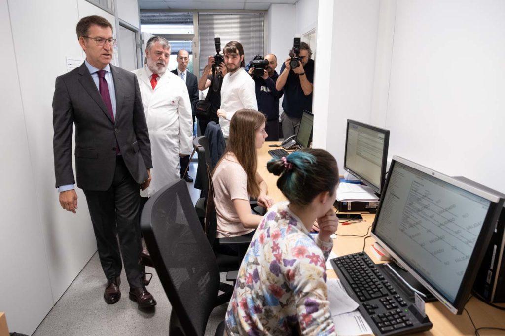 Núñez Feijóo visitó la unidad de Hospitalización a Domicilio del Hospital Marítimo de Oza.