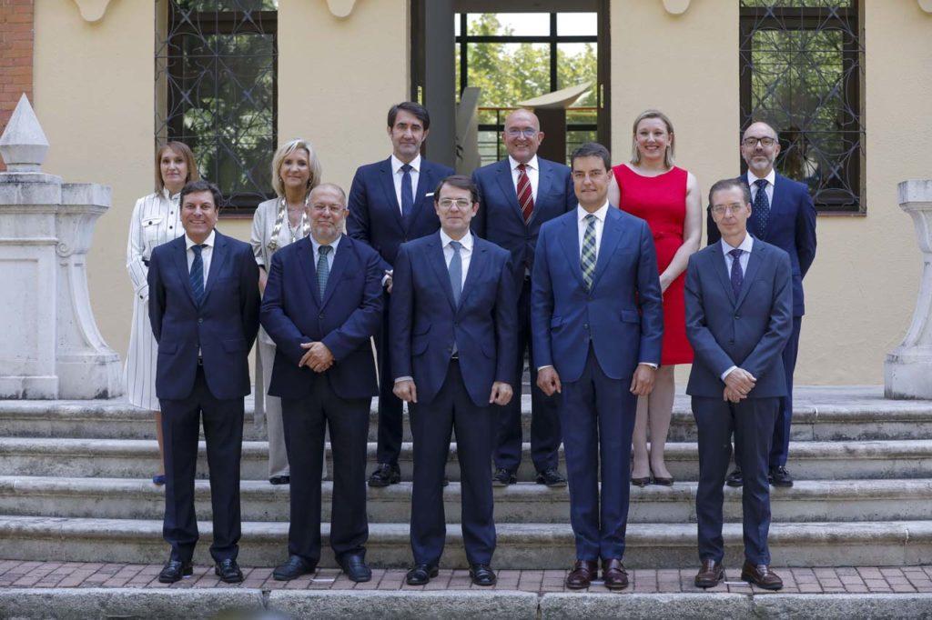 Foto de familia del nuevo Gobierno de la Junta de Castilla y León.