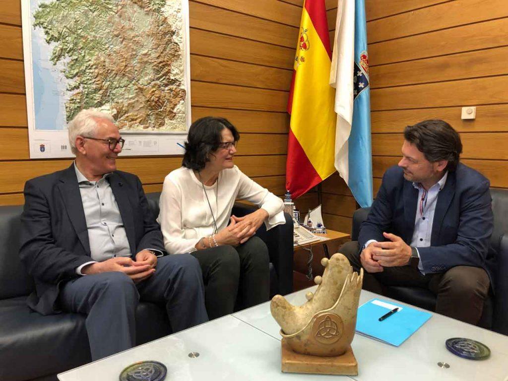 Rodríguez Miranda con representantes de la Casa de Galicia de Córdoba.