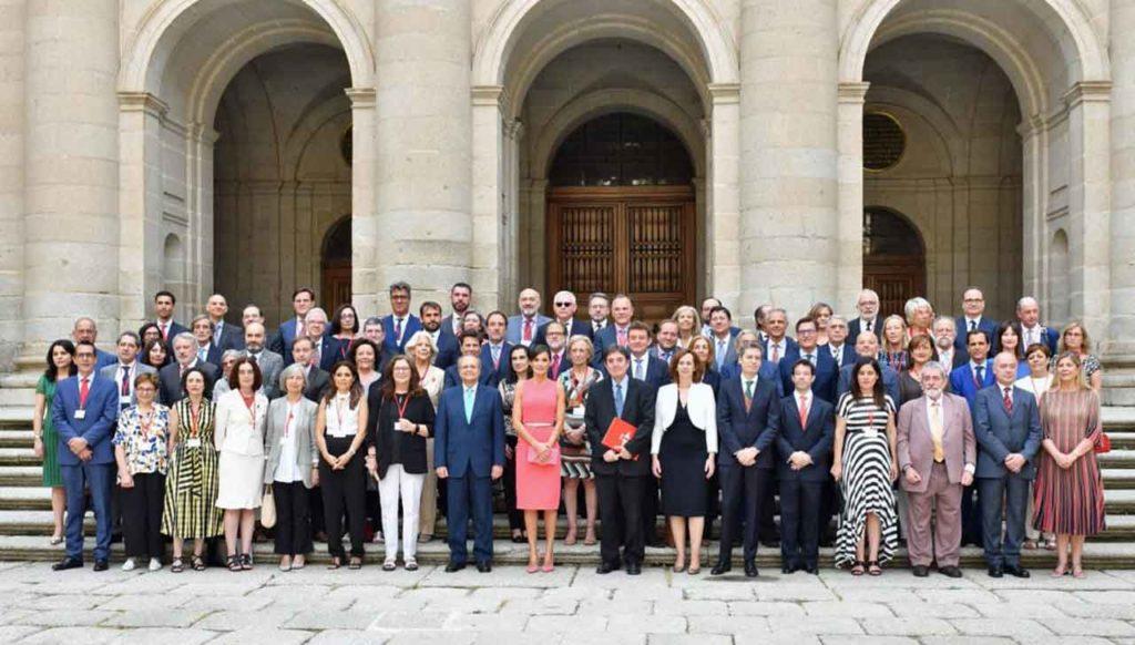 La reina Letizia con los directores del Instituto Cervantes.