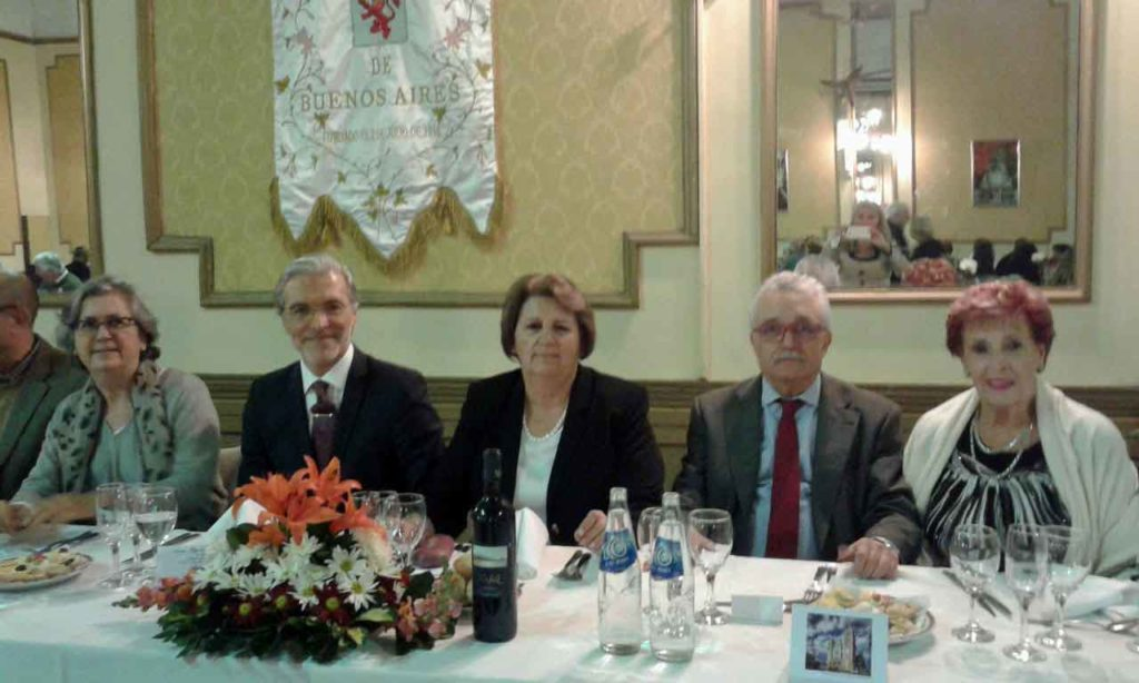 La presidenta de la institución, en el centro, junto a algunas de las autoridades presentes.