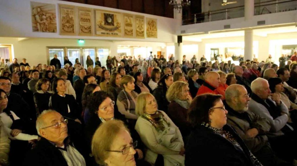 A la presentación acudieron unas 300 personas.