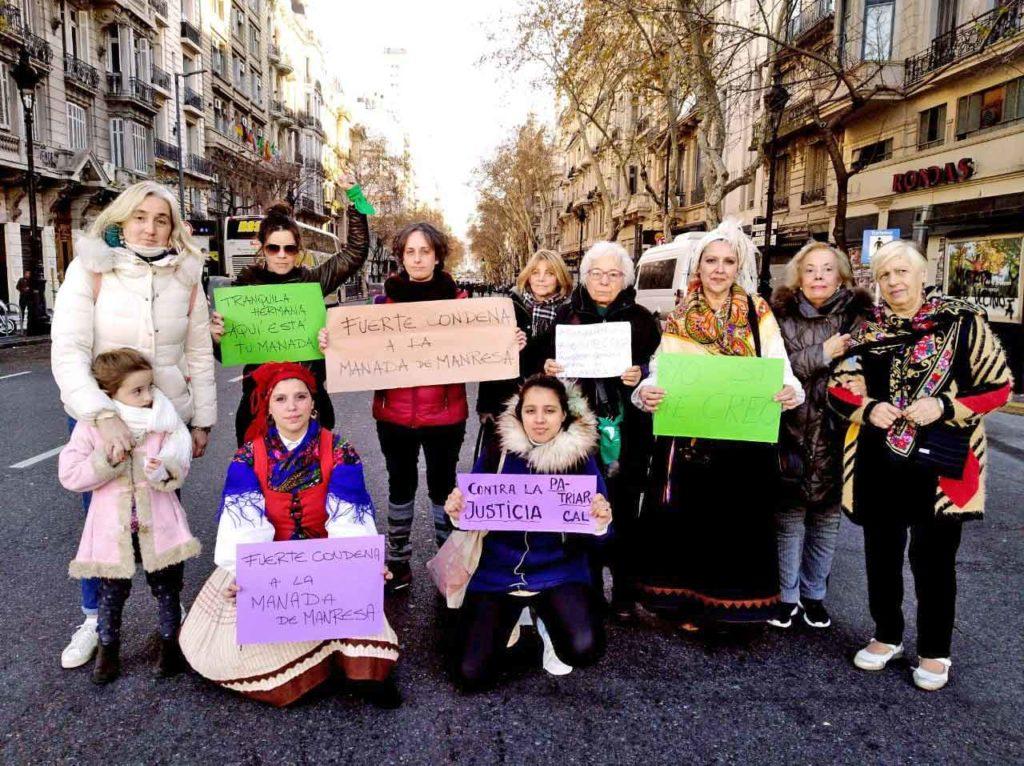 Mujeres de todas las edades participaron en la manifestación.