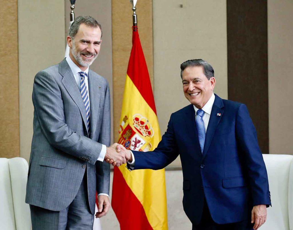 El rey con el nuevo presidente de Panamá, Laurentino Cortizo.