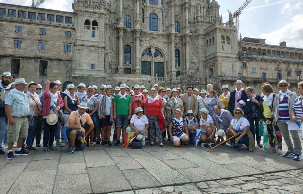 Miranda con los socios del Centro Galego Val do Rhin.