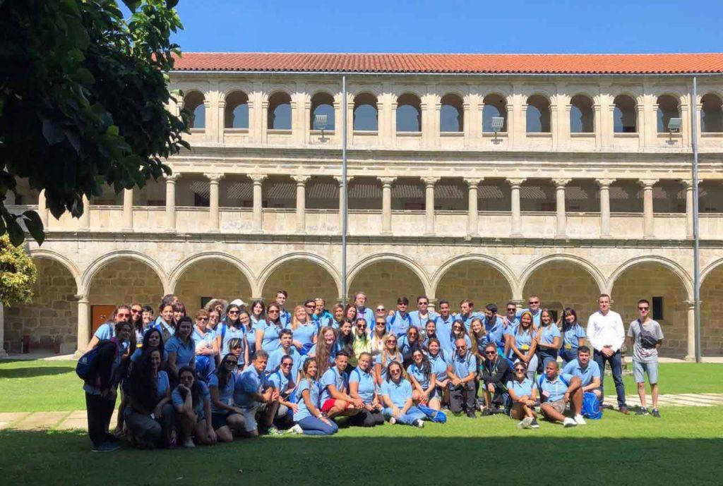 Los participantes en Escolas Abertas en Santo Estevo de Ribas do  Sil.