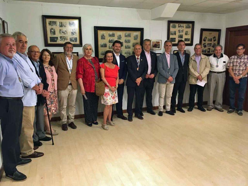 Rodríguez Miranda con directivos y socios del Centro Gallego de Santander.