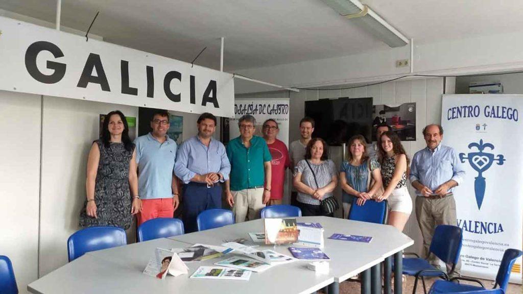 El secretario da Emigración en el Centro Gallego de Valencia.