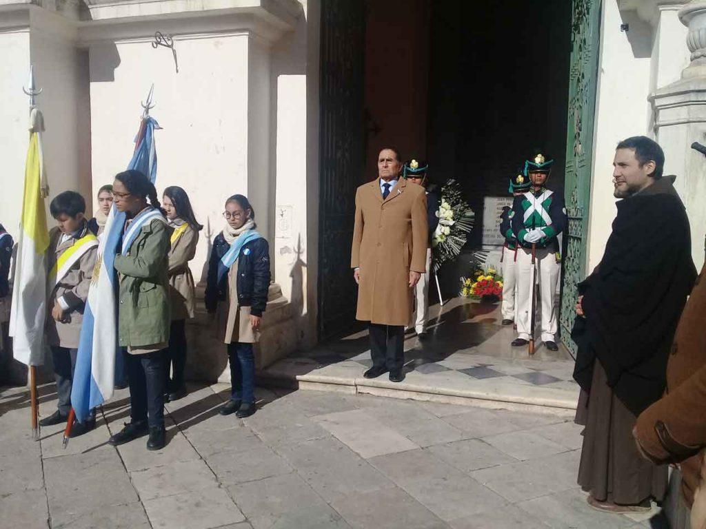 En el centro de la imagen, el presidente del Instituto de Cultura Hispánica, Gustavo Ramos.