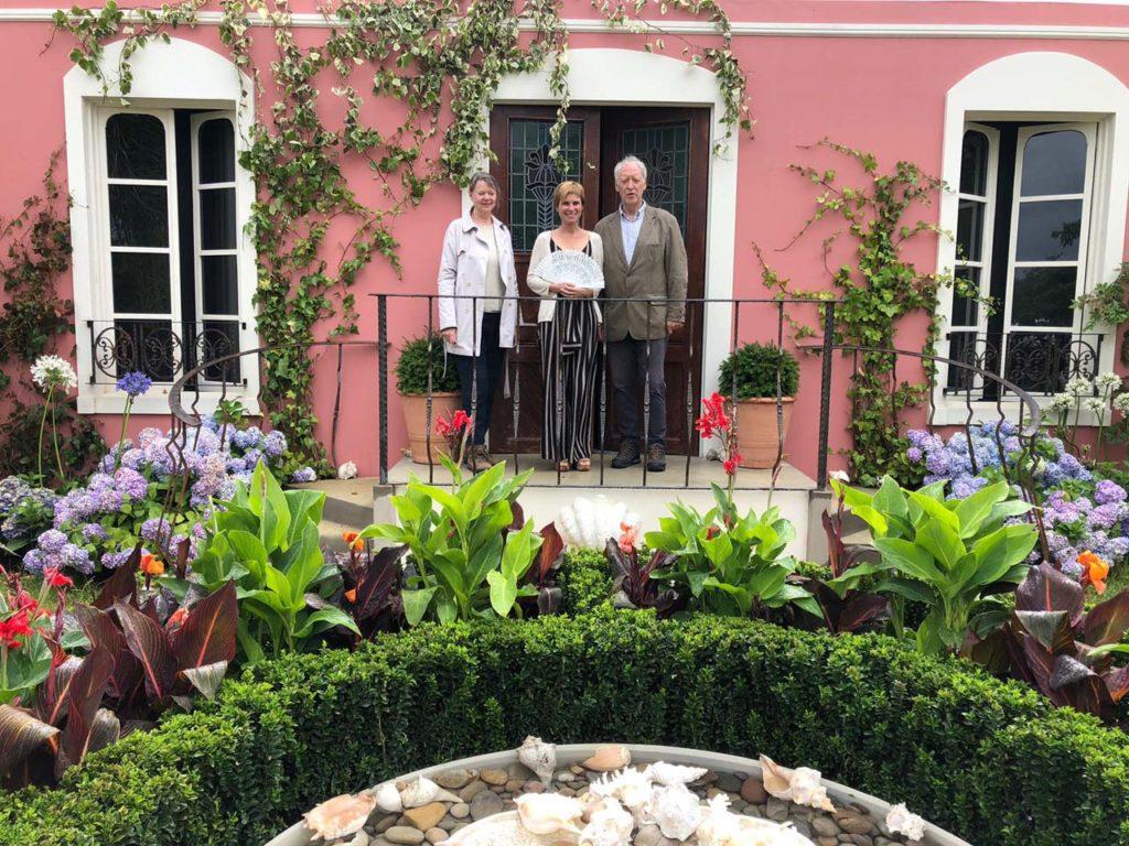 La directora de Turismo de Galicia, Nava Castro (centro), durante su visita al evento.