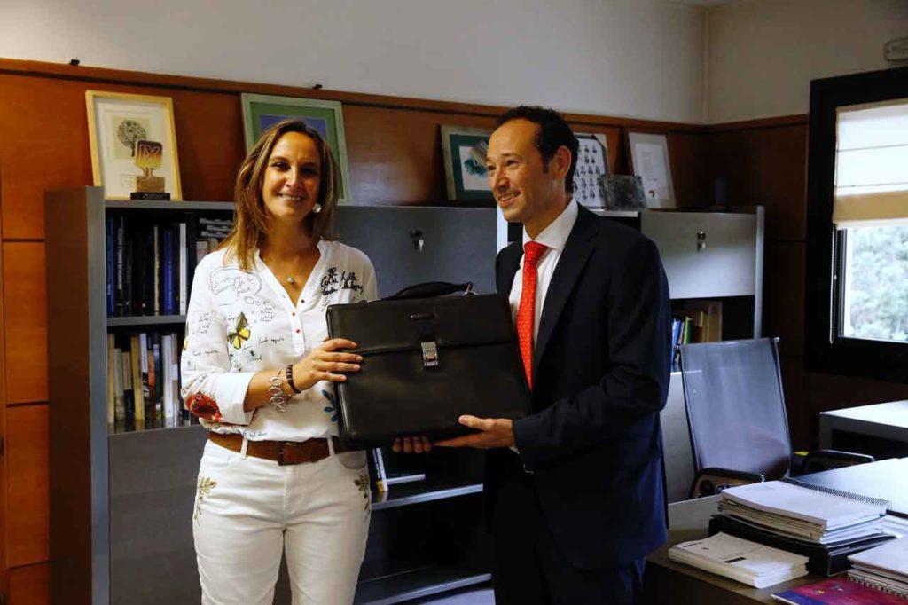 Rita Camblor y Guillermo Martínez, durante el traspaso de poderes en Presidencia.