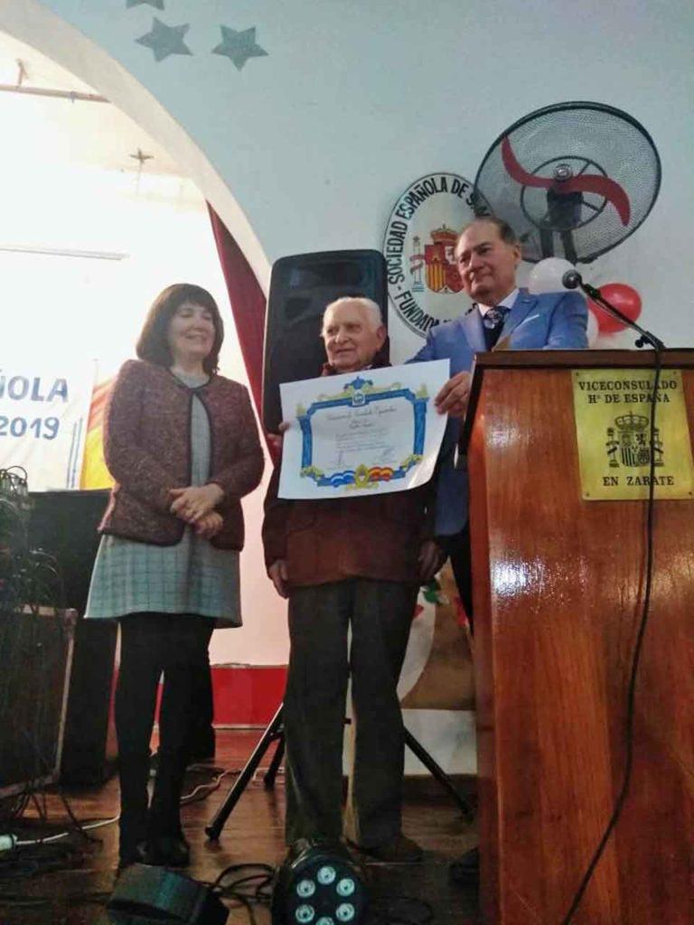 Benito Blanco, centro, entregó el diploma a Juan Carlos Rodríguez.