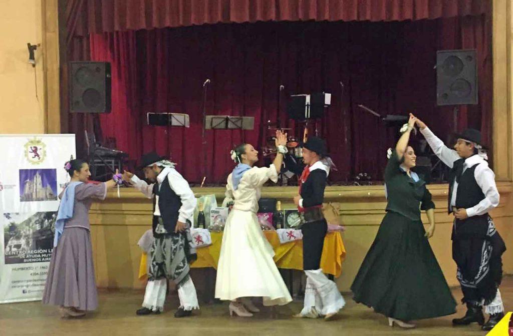 Actuación del conjunto folclórico Posta Bermeja.