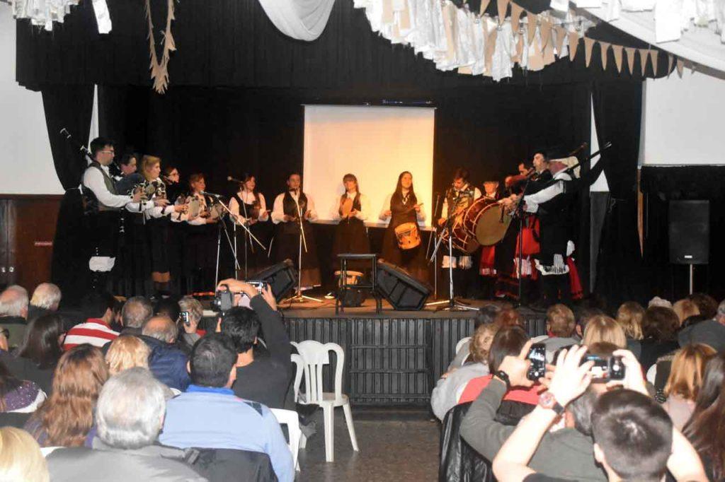 Actuación de la Banda de Gaitas Irmandade en su 16 aniversario.