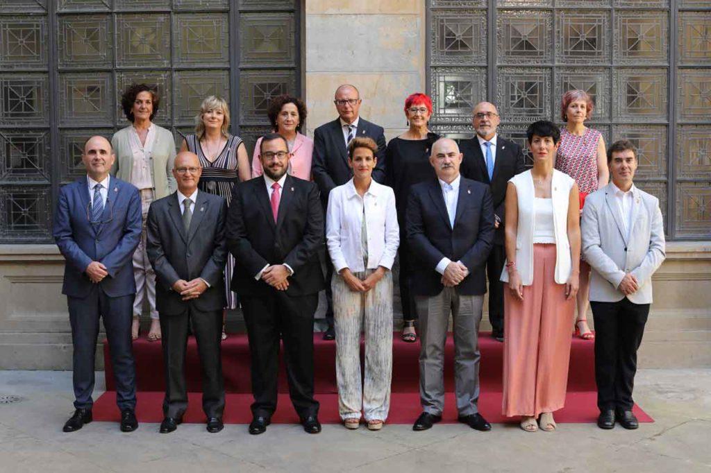 Foto de familia del nuevo Gobierno de Navarra. Ana Ollo es la segunda por la izquierda de la fila de atrás.