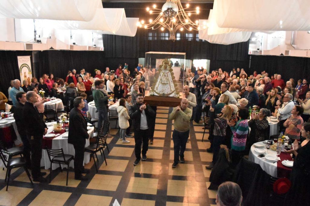 Las celebraciones culminaron con un banquete de camaradería.