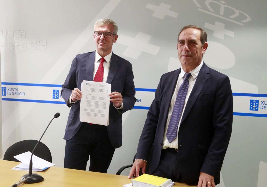 El vicepresidente Alfonso Rueda y el conselleiro Valeriano Martínez presentaron el documento que respalda la postura de la Xunta.