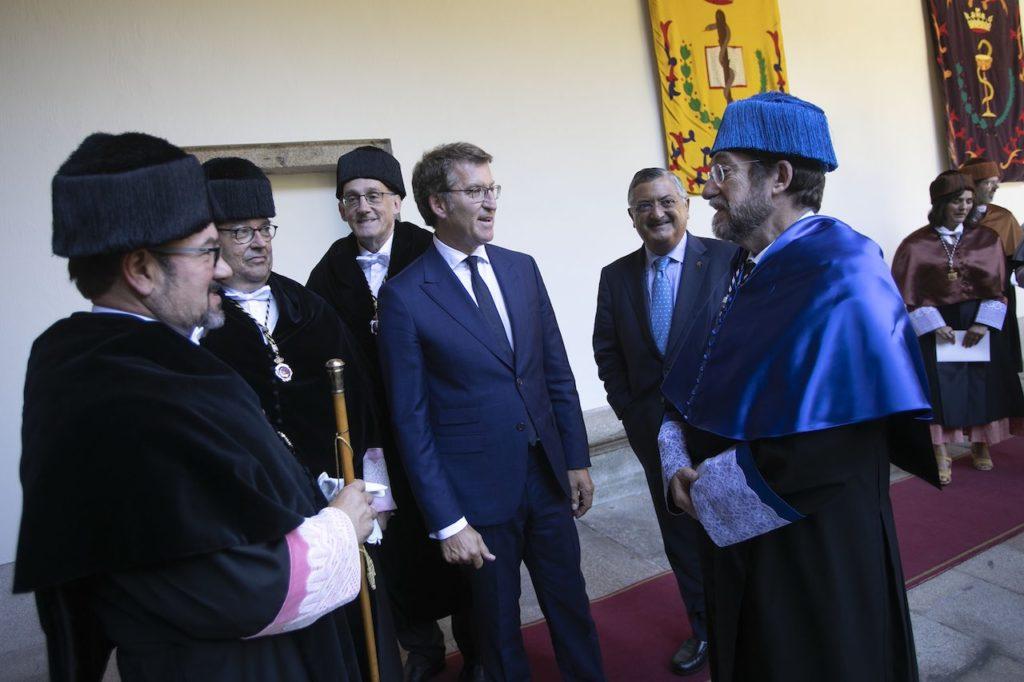El presidente de la Xunta, Alberto Núñez Feijóo, con los rectores de la universidades gallegas.