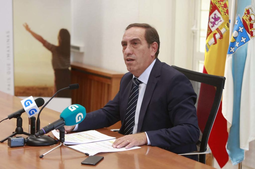 El conselleiro de Facenda, Valeriano Martínez, durante su comparecencia.