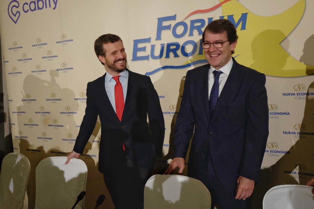 El presidente de la Junta, Alfonso Fernández Mañueco, fue presentado en el desayuno informativo por Pablo Casado, presidente del PP.