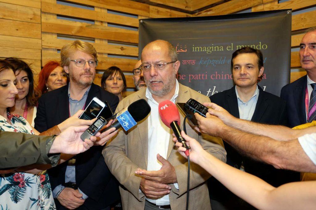 El vicepresidente, portavoz y consejero de Transparencia, Ordenación del Territorio y Acción Exterior, Francisco Igea, acudió al debate '¿Cuál es el futuro de Europa?', dentro del Hay Festival que se celebró en Segovia.