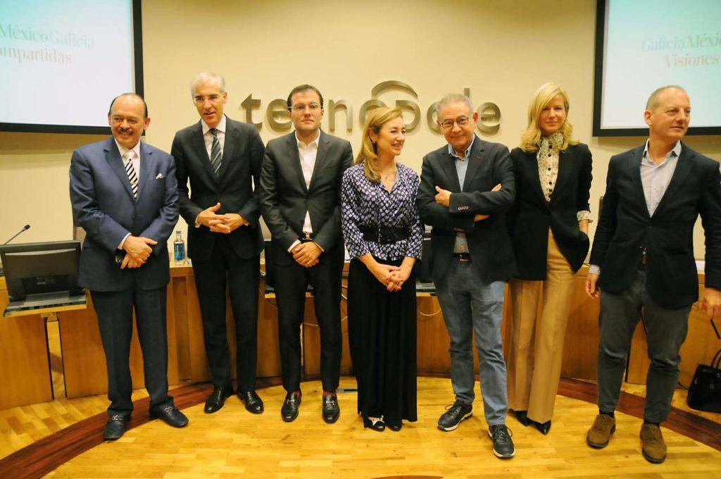 El conselleiro de Economía, Emprego e Industria, Francisco Conde, junto al resto de autoridades asistentes a la jornada México-Galicia: Visiones compartidas.