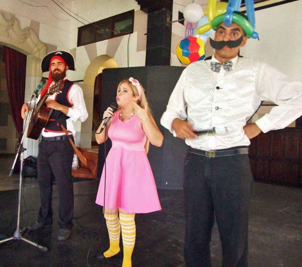 Dayana, el pirata «Capirote» y el mago «Bigotón» fueron los animadores del Día de los Niños en la FAAC.