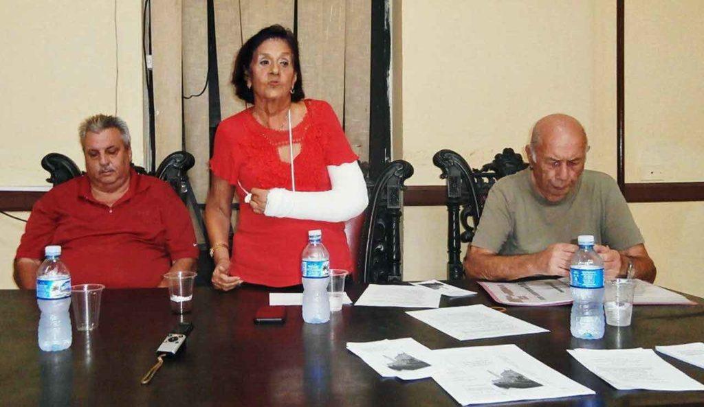 José Antonio Cerra, María Antonia Rabanillo y Pedro Ventura González al inicio del taller sobre nacionalidad.