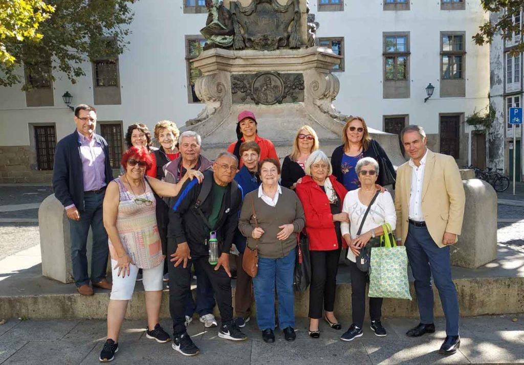 José Carlos García Bouzas, derecha, con los miembros de la Asociación Centro Partido de Carballiño de Buenos Aires.